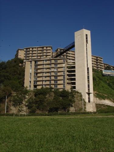 punta de piedras men Punta de piedras, es una ciuadad venezolana ubicada en el estado nueva  esparta, es capital del municipio tubores, se ubica en la costa centro-sur de la  isla.