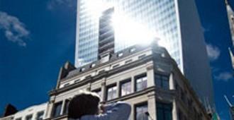 El Edificio Walkie Talkie de Rafael Viñoly 'derrite' un Jaguar en plena City londinense