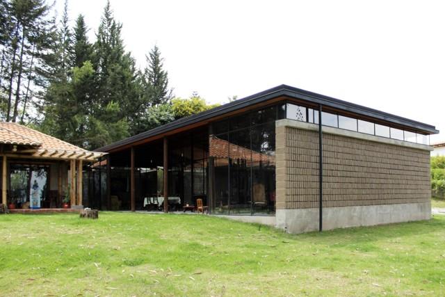 Ecuador: Casa Lienzo de Barro, Tumbaco - Chaquiñán Taller de Arquitectura