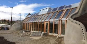 Argentina: Ecocasa Tol-Haru, Ushuaia - Michael Reynolds