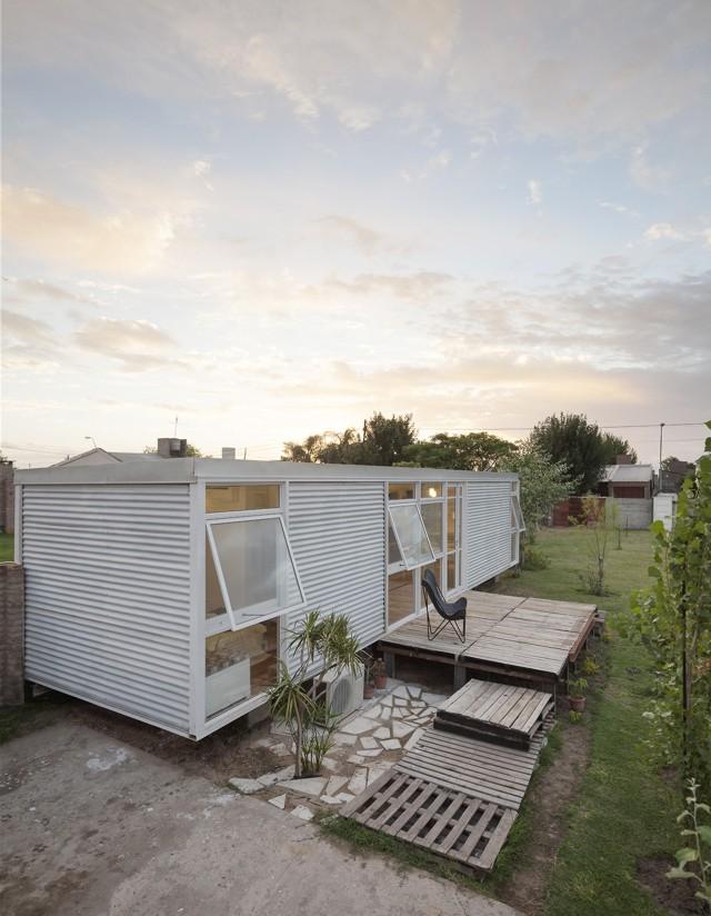 Argentina: Casa Mía, Santo Tomé, Santa Fe - Matías Pons Estel