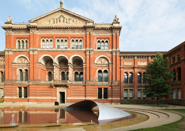 Inglaterra: 'Crest', en el Victoria and Albert Museum - Zaha Hadid Architects