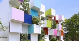 Japón: Sugamo Shinkin Bank, Saitama - Emmanuelle Moureaux Architecture + Design
