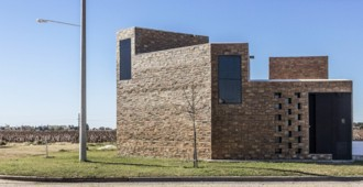 Argentina: Casa Alfonsina, Arroyo Seco, Santa Fe - CEKADA-ROMANOS Arquitectos