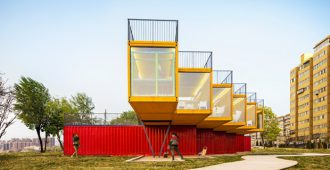 China: Pabellón construido con containers - People's Architecture Office (PAO)